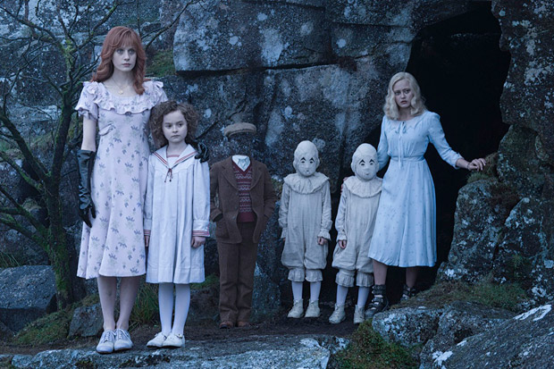 Miss-Peregrins-home-for-Peculiar-Children---Still-01
