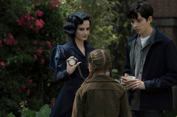 Miss-Peregrins-home-for-Peculiar-Children---Still-04